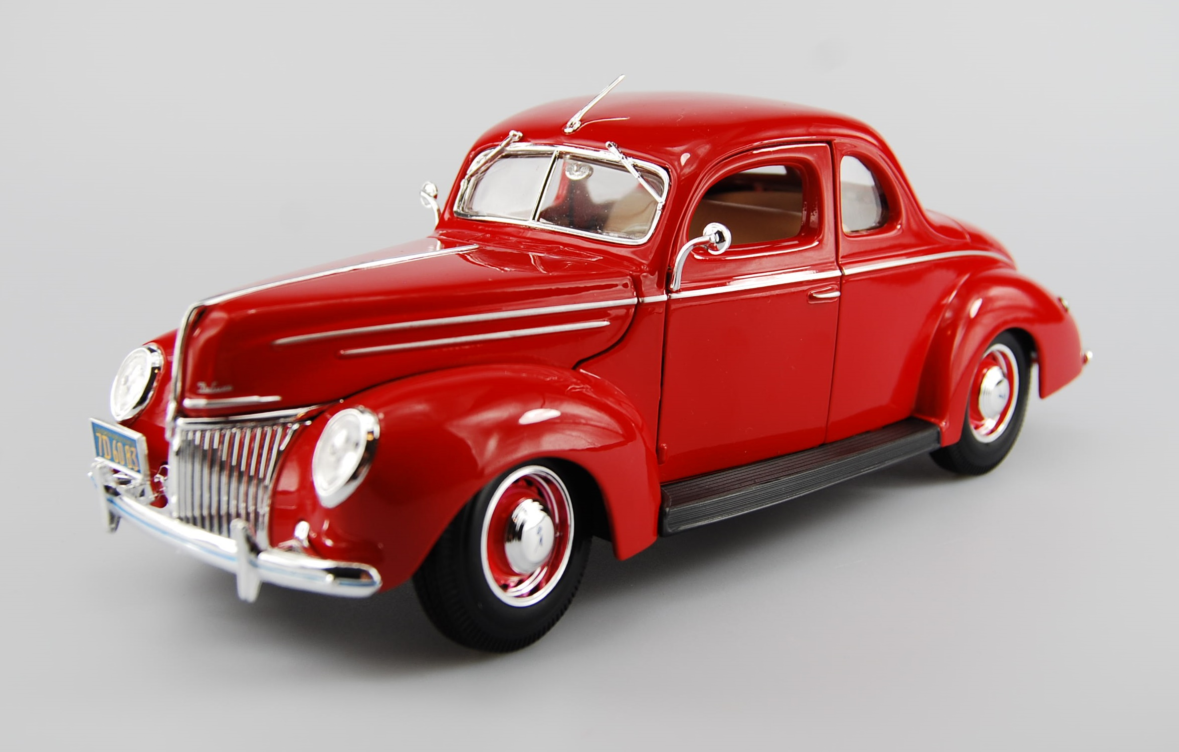 MAISTO 1939 FORD DELUXE RED SPECIAL EDITION 1 18 DIE CAST METAL 24cm